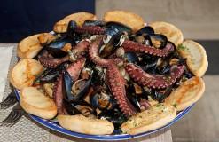 la-zuppa-di-cozze-di-Carmela-Abbate-del-ristorante-Zi-Teresa-foto-di-Luigi-Savino-247x160